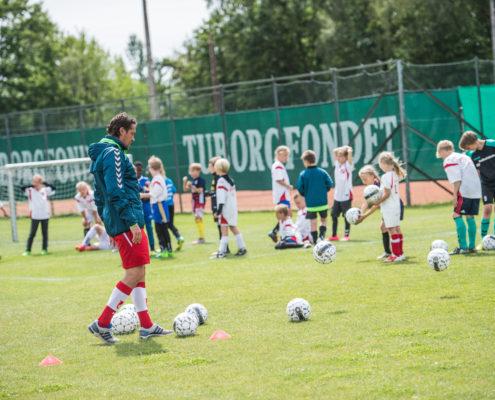 jægerspris fodbold klub jik afholder fodbold camp med tidligere professionel fodboldspiller Michael Madsen som træner